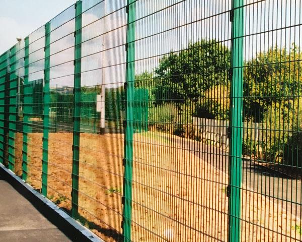 Civic mesh 3m high play area