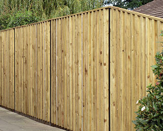 Unison Elite timber screen with steel posts and rails